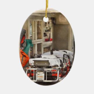 Délivrance - à l'intérieur de l'ambulance ornement ovale en céramique