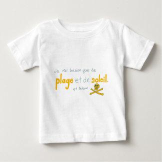 Démarchez les choses de je besoin de deux de que t-shirt