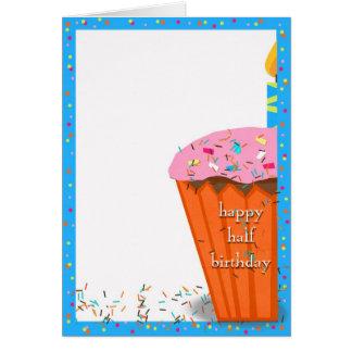 Demi de petit gâteau d'anniversaire carte de vœux