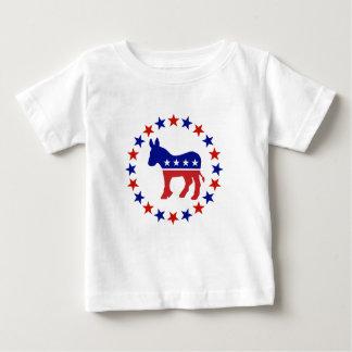 Démocrate fier tient le premier rôle l'original t-shirt pour bébé