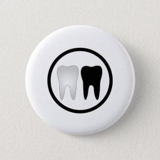 Dent noire et blanche badges