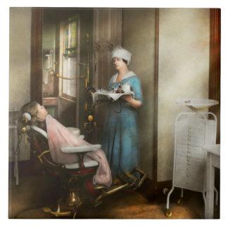 Dentiste - le patient est une vertu 1920 grand carreau carré