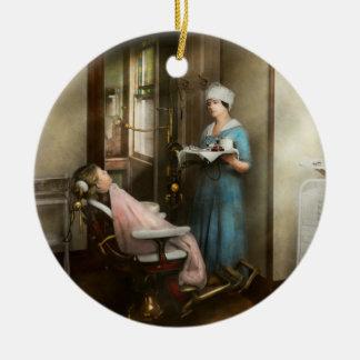 Dentiste - le patient est une vertu 1920 ornement rond en céramique