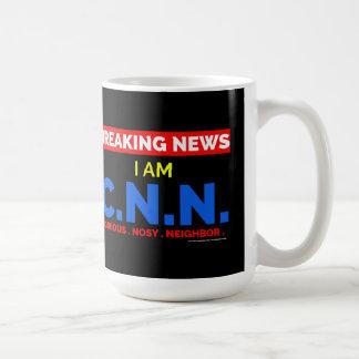 Dernières nouvelles : Je suis le voisin fouineur Mug