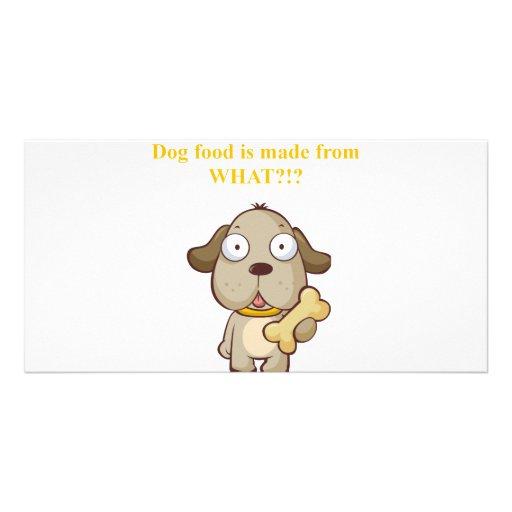 Des aliments pour chiens drôles sont faits à parti photocarte personnalisée