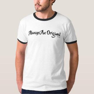 Des hommes originaux court-circuitent le T-shirt