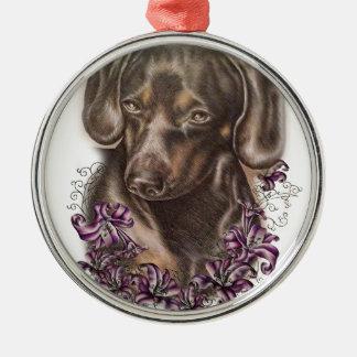 Dessin d'art de chien et de lis de teckel de Brown Ornement Rond Argenté
