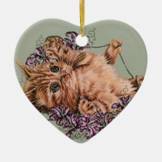 Dessin de chaton comme chat avec de la ficelle et ornement cœur en céramique