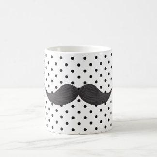 Dessin drôle de moustache et pois noir mug