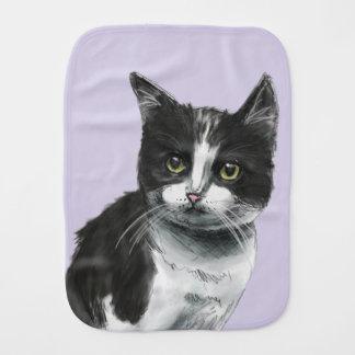 Dessin noir et blanc de chaton linge de bébé
