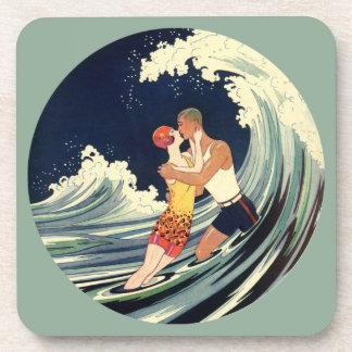 Dessous-de-verre Baiser vintage d'amants d'art déco dans les vagues