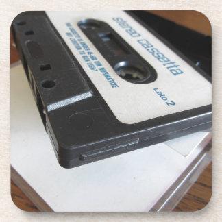 Dessous-de-verre Bande vintage de cassette audio sur la table en