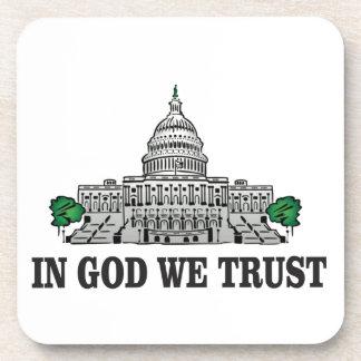Dessous-de-verre capital dans un dieu que nous faisons confiance