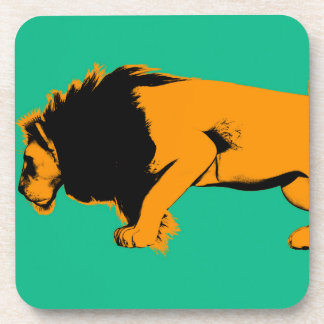 Dessous-de-verre Chat contre le lion prêt à combattre ou prendre