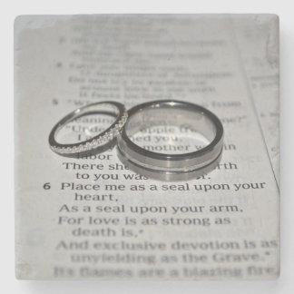 Dessous de verre d'anneaux de mariage dessous-de-verre en pierre