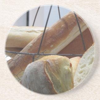 Dessous De Verre En Grès Composition avec différents types de pain cuit au
