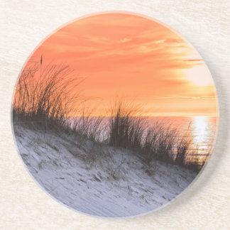 Dessous De Verre En Grès Coucher du soleil orange avec la dune et la mer