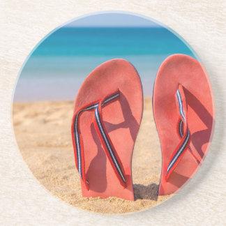 Dessous De Verre En Grès Deux pantoufles rouges droites en sable de