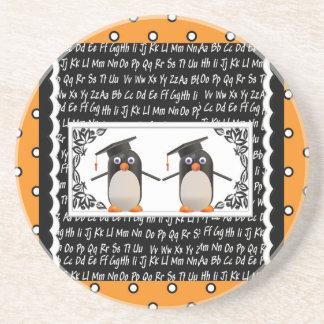 Dessous De Verre En Grès Deux pingouins de graduation, ABC ont cranté