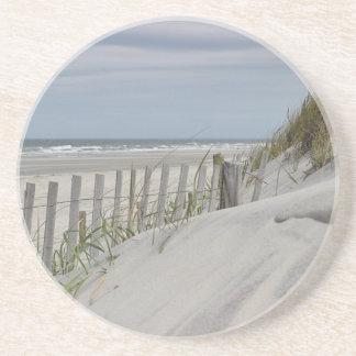 Dessous De Verre En Grès Dunes patinées de barrière et de sable à la plage