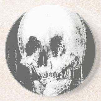 Dessous De Verre En Grès Femme avec la réflexion de crâne de Halloween dans