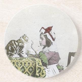 Dessous De Verre En Grès Fille vintage de mauvais thé victorien de Kitty