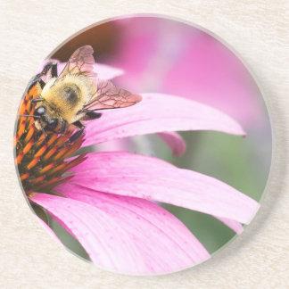 Dessous De Verre En Grès Fleur pourpre de cône avec l'abeille