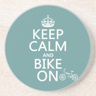 Dessous De Verre En Grès Gardez le calme et faites du vélo sur (toute