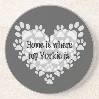 Dessous De Verre En Grès La maison est où mon Yorkie est citation