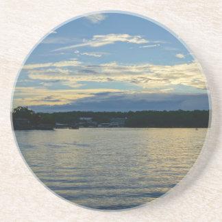 Dessous De Verre En Grès Lac du coucher du soleil de bleu d'Ozarks