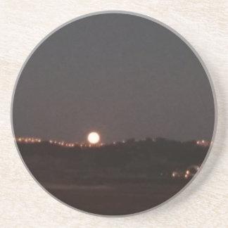 Dessous De Verre En Grès Lever de la lune sur les collines