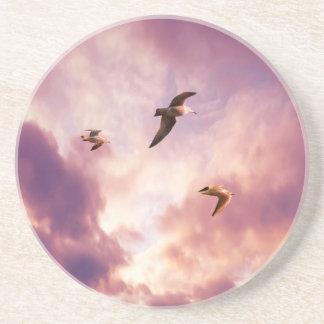 Dessous De Verre En Grès Mouettes volant dans un ciel de coucher du soleil
