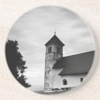 Dessous De Verre En Grès Nuage de soirée au-dessus d'église