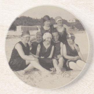 Dessous De Verre En Grès Photographie vintage du groupe de plage 1920