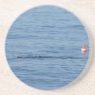 Dessous De Verre En Grès Plongeur de mer dans le bain de costume de