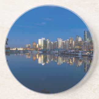 Dessous De Verre En Grès Réflexion bleue d'heure de Vancouver AVANT JÉSUS