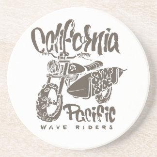 Dessous De Verre En Grès T-shirts Pacifique de côté de surf de cavaliers de