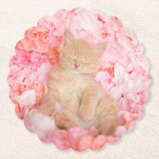 Dessous-de-verre En Papier Petit chaton floral rose de sommeil de Linus