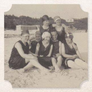 Dessous-de-verre En Papier Photographie vintage du groupe de plage 1920