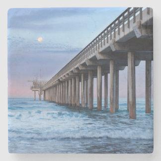 Dessous-de-verre En Pierre Pleine lune au-dessus de pilier, la Californie