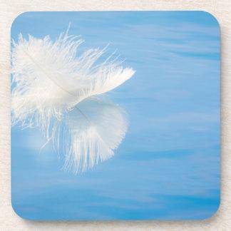 Dessous-de-verre La plume blanche réfléchit sur l'eau | Seabeck, WA
