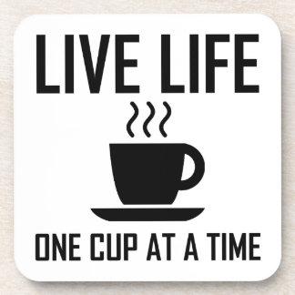 Dessous-de-verre La vie vivante un buveur de thé de café de tasse à