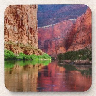Dessous-de-verre Le fleuve Colorado en canyon grand, AZ