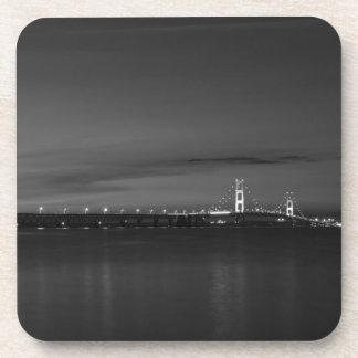 Dessous-de-verre Mac puissant à la gamme de gris de Pano de nuit