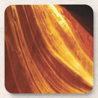 Dessous-de-verre orange et écoulement rouge