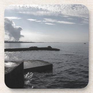 Dessous-de-verre Paysage industriel le long de la côte polluant