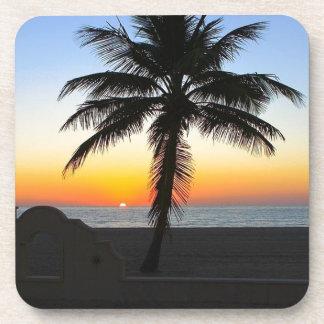 Dessous-de-verre Plage de sable de ciel de palmier d'aube d'aube de