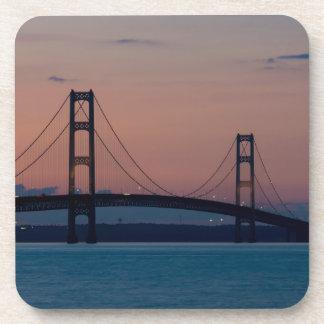 Dessous-de-verre Pont de Mackinac au crépuscule