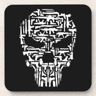 Dessous-de-verre Produits de crâne et d'armes à feu et de couteaux