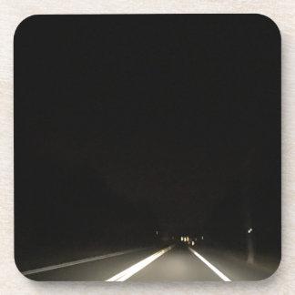 Dessous-de-verre Routes foncées et aventures de nuit